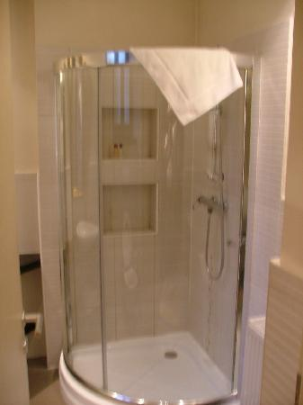 Le Boutique Hotel Moxa : The shower