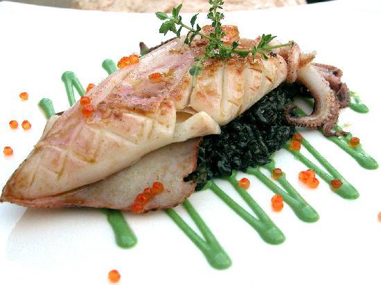 Restaurante Creative: calamar sobre arroz cremoso de su tinta