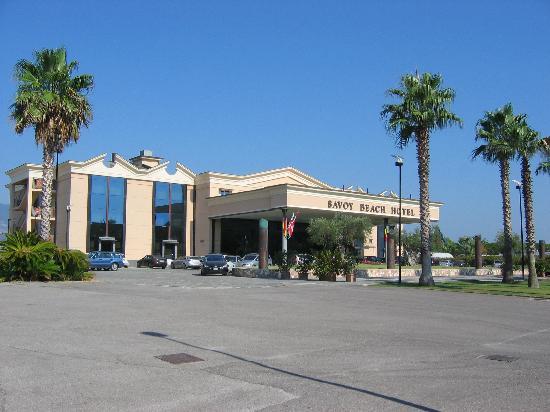 Savoy Beach Hotel: Hotel front side