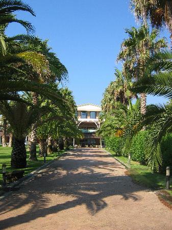 Savoy Beach Hotel: view from garden