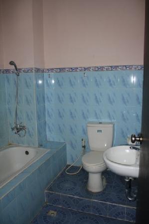 Pesona Beach Inn: bathroom
