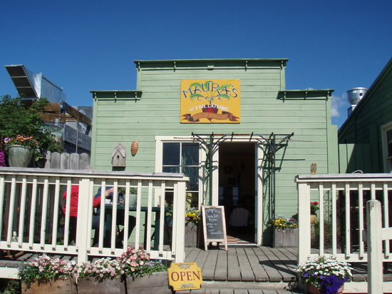 Maura's Cafe and Deli : Maura's dining room and patio