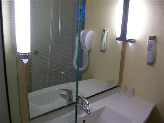 Ibis Limoges Centre : salle de bain