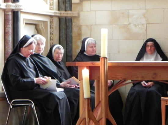‪‪Kylemore‬, أيرلندا: Nuns singing Latin vespers in the Gothic Church‬