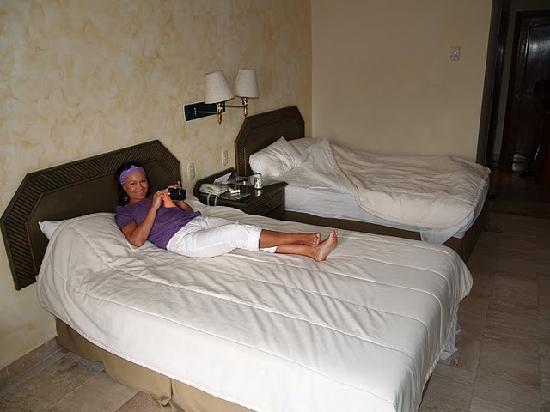 Los Itzaes Hotel : room