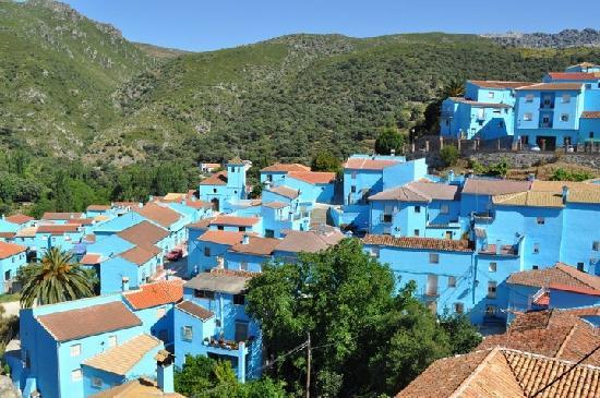 Marbella, Espanha: Visit Smurf Village in Juzcar, Spain, a town painted blue