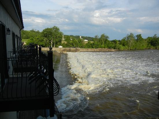 Stockport Mill Country Inn : Uses these waters to generate it's own electricity
