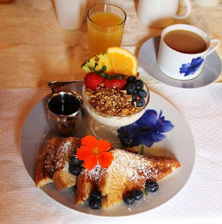 Horizons West Bed & Breakfast: One of the beautiful breakfasts