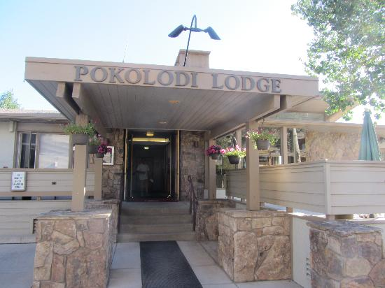 Pokolodi Lodge: Main Entrance