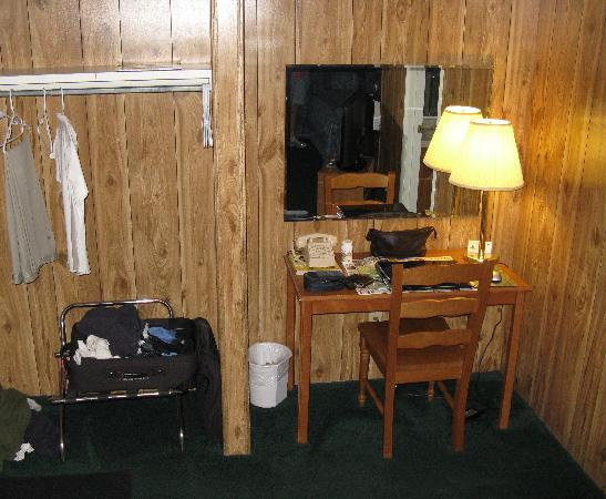 Twin City Motel: Desk Area