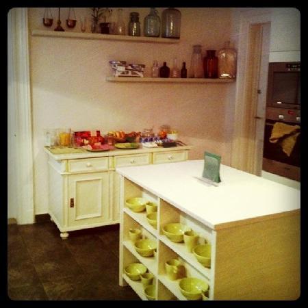 Budapest Rooms: Kitchen