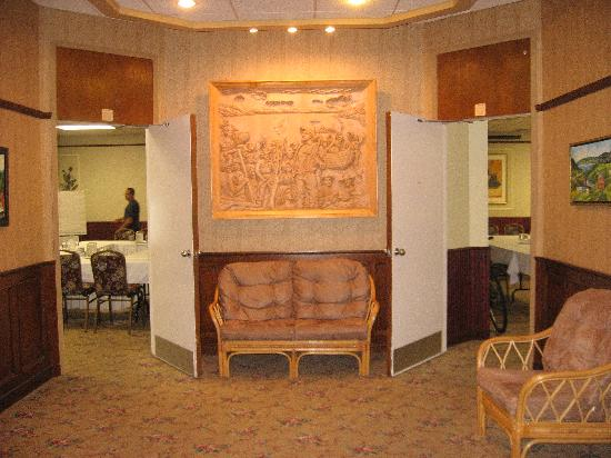 Auberge des 21: The Lobby