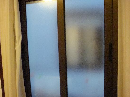 Pension Alameda: fenêtre opaque chambre 7