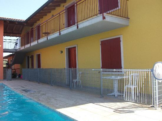 Villa Camporosso: lato piscina