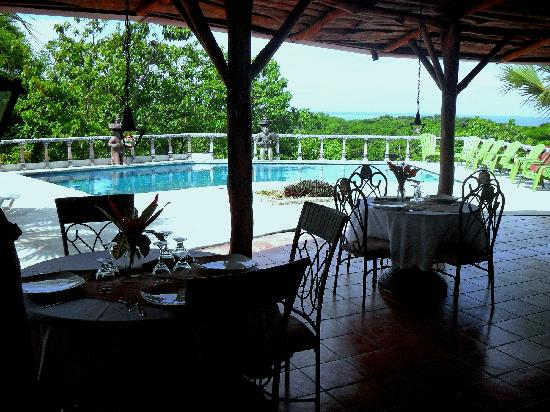Brovilla Resort Hotel Restaurant: Pool and ocean view dining al fresco