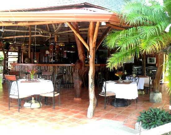 Brovilla Resort Hotel Restaurant: Fully stocked bar