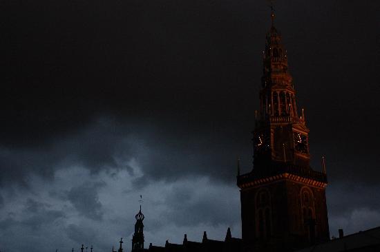 Hotel Ben : il campanile della Oude Kerk che suona ogni quarto d'ora!