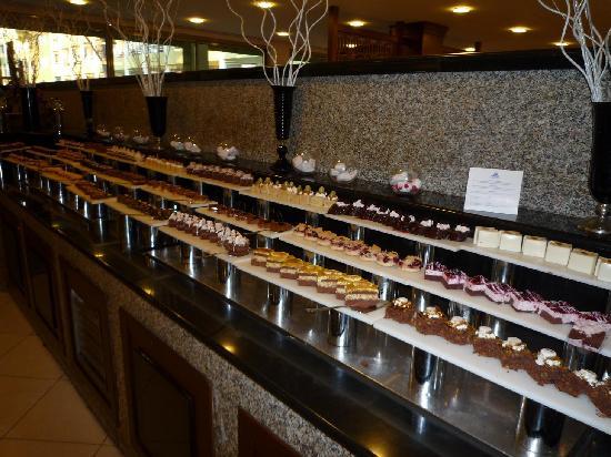 Maritim Pine Beach Resort: Пирожные - все очень вкусные