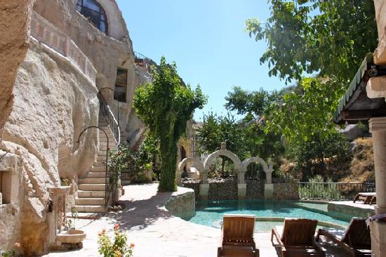 Gamirasu Cave Hotel: Pool during the day