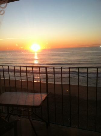 Quality Inn Boardwalk: room 908 sunrise