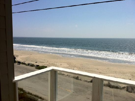 Landis Shores - An Oceanfront Bed and Breakfast Inn : View from our balcony