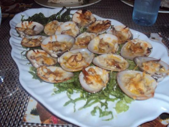 Villa del Palmar Beach Resort & Spa at The Islands of Loreto: Yummy Clams caught with and cooked by Chef Roberto!