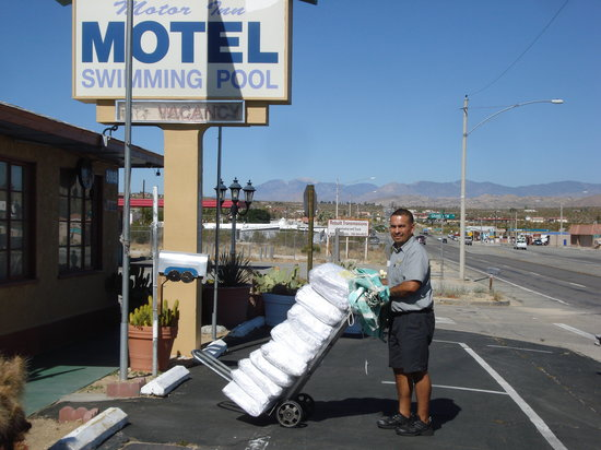 Safari Motor Inn - Joshua Tree: every Wednesday 9.a.m. clean sheets delivery