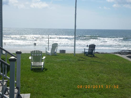 The Breakers Inn: Ocean from front yard