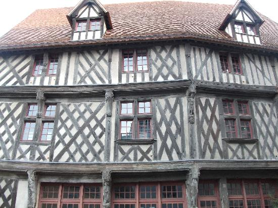 Chartres Cathedral: typical Chartres house