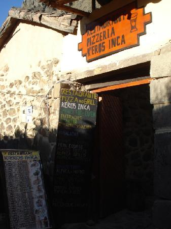 Restaurante Pizza and Grill K'eros Inka: Doorway and menu