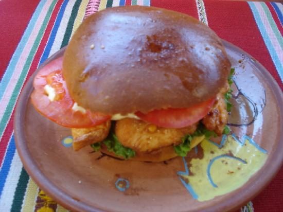 Restaurante Pizza and Grill K'eros Inka: Chicken sandwich