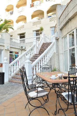 ClubHotel Riu Costa del Sol: Breakfast Outside!