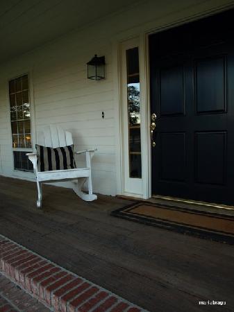 Rancho Bernardo Bed & Breakfast: The porch