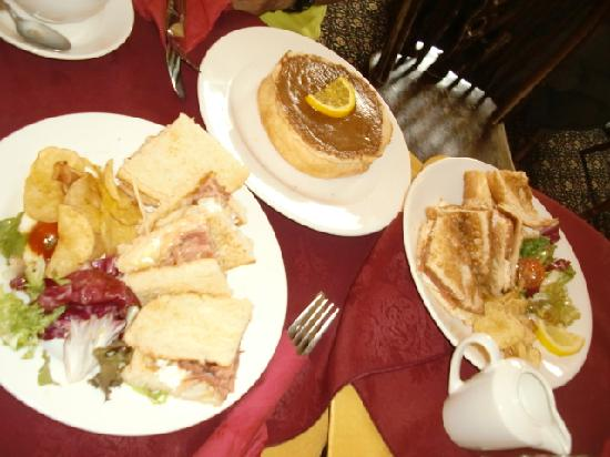 Sally Lunn's Historic Eating House & Museum: our lunch for 4