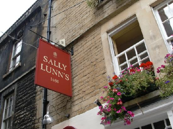Sally Lunn's Historic Eating House & Museum: from the outside