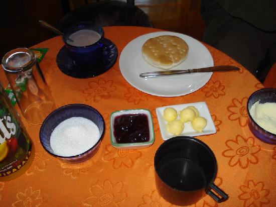 Hostal O'Higgins: Chilean breakfast