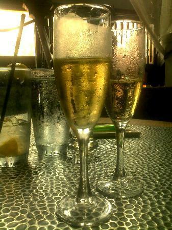Mie N Yu : Cheers!