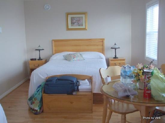 Point of View Suites at Louisbourg Gates: Clean and comfy room at Point of View