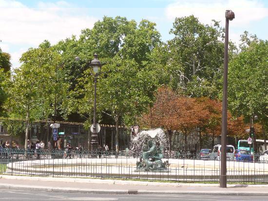 Fontana allentrata del jardin du luxembourg foto di giardini del