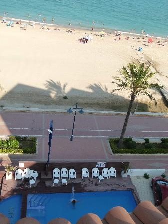 Sunday's Beach: Piscina + paseo marítimo + playa (desde la terraza)