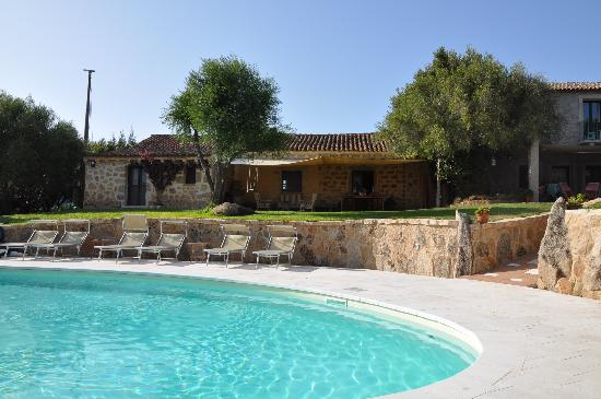 Lu Pastruccialeddu: Swimming pool and Caterina's house