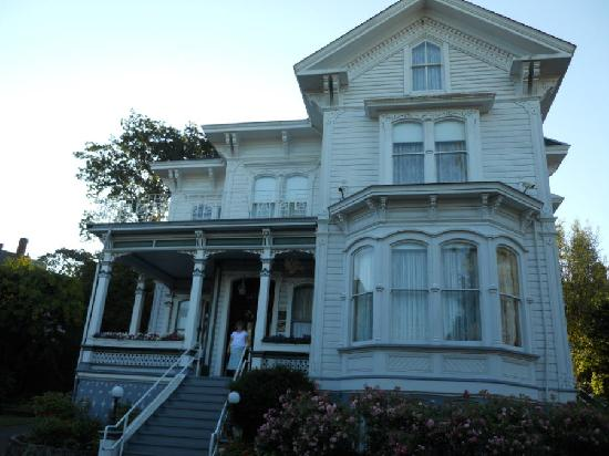 Amethyst Inn at Regents Park : The outside of the Amethyst Inn.