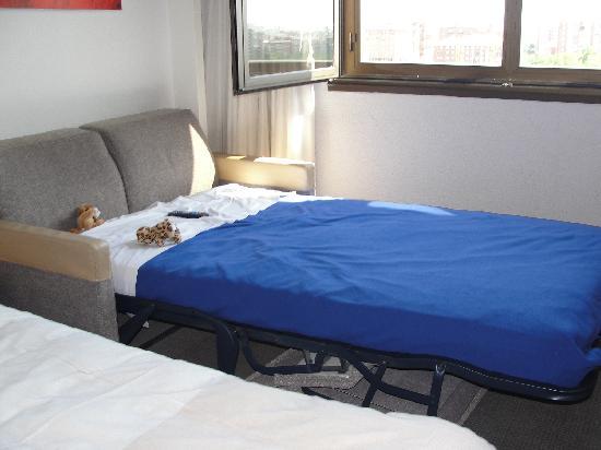 Sofa cama para los ni os fotograf a de novotel madrid for Los mejores sofas de madrid