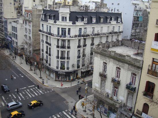 Intersur Suites: Vista desde la habitación a la Av. Corrientes