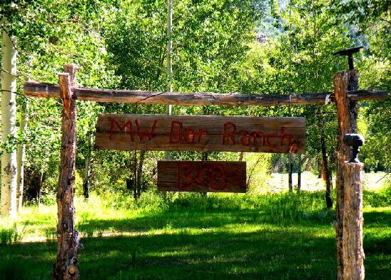 MW Bar Ranch: Entrance to the ranch.