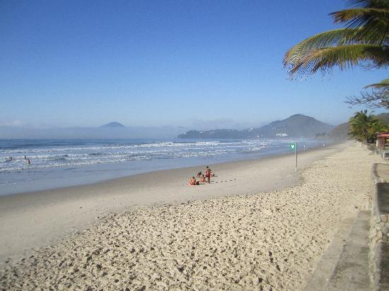 Hotel Coquille - Ubatuba: Praia grande