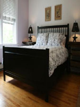 Artemis Guest House : Lilac Room