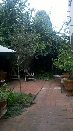Il Giglio d'Oro : Back patio