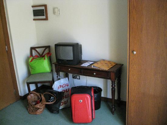 Hotel Tivoli: Televisión y mesa