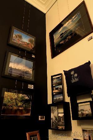 Whanake Gallery & Espresso Bar: Framed Art
